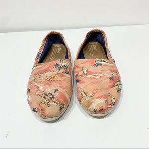TOMS shoes flats coral palms size 8